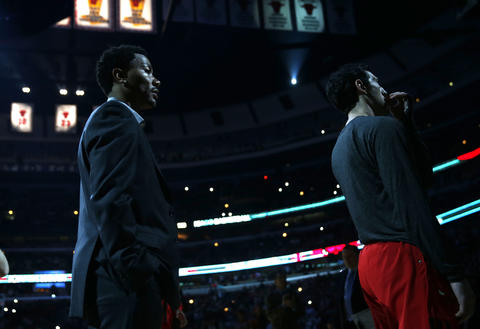Derrick Rose and Kirk Hinrich during pregame introductions.