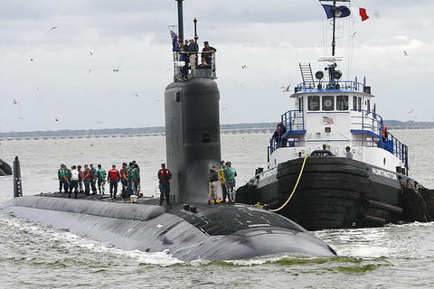 The tugboat Huntington attaches a line to the newest Virginia-class submarine, Minnesota (SSN 783), which successfully completed alpha sea trials today.