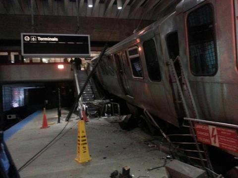 Blue line train derails at o hare chicago tribune