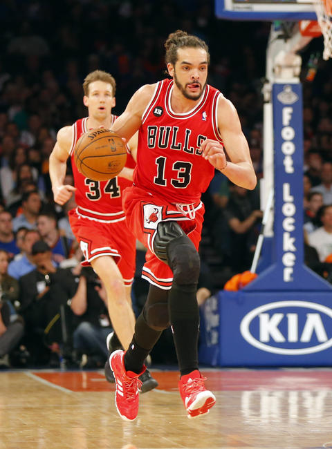 Joakim Noah brings the ball up court during the first half against the Knicks.
