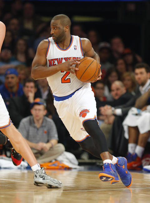 The Knicks' Raymond Felton handles the ball during the first half.