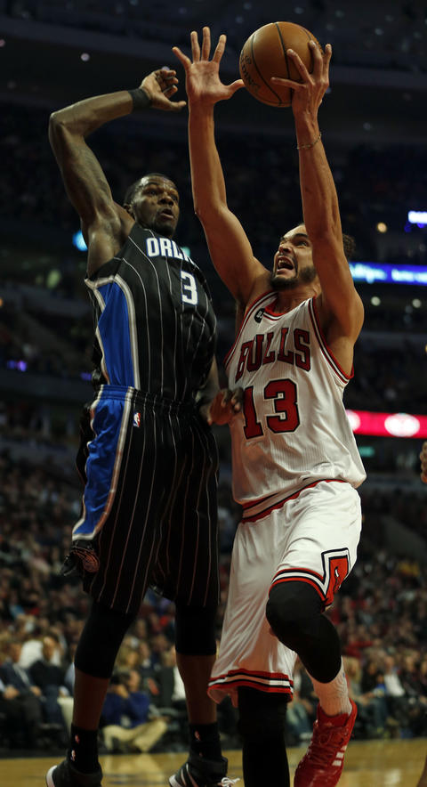 Joakim Noah goes up against the Magic's Dewayne Dedmon in the 1st quarter.