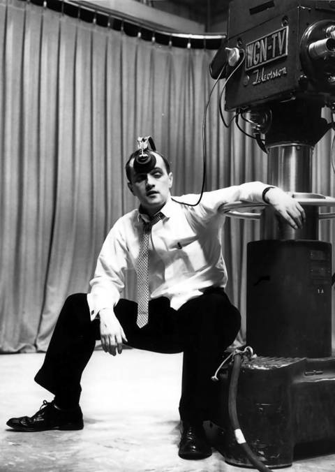 Bob Newhart hams it up at the WGN-TV studio in 1960.