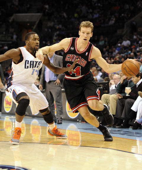 Mike Dunleavy drives to the basket as he is defended by the Bobcats' Michael Kidd-Gilchrist during the first half.