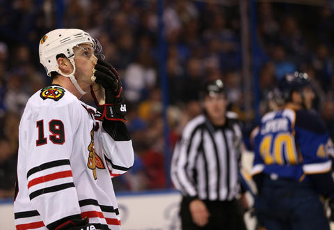 Jonathan Toews reacts in the second period.