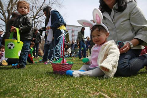 Photos South Loop Easter Egg Hunt Chicago Tribune