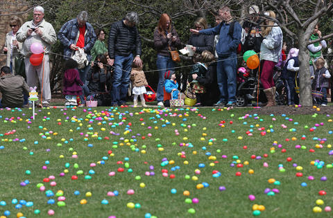 Photos South Loop Easter Egg Hunt Chicago Tribune
