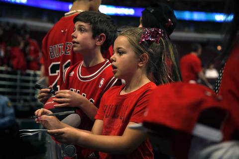 9-year-old Ethan and 7-year-old Madeline Baratta of Roselle wait to get autographs.