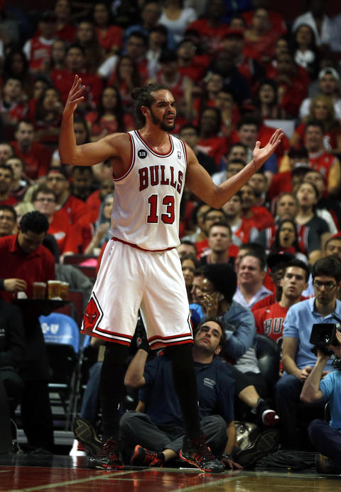 Joakim Noah reacts to being called for a foul in the first quarter.