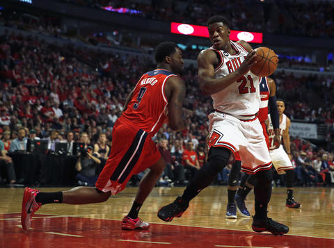 Jimmy Butler drives to the basket against the Wizards' Martell Webster in the first quarter.