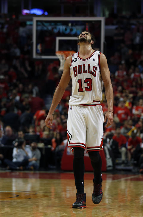 Joakim Noah reacts in final minute of the 102-93 loss to the Wizards.