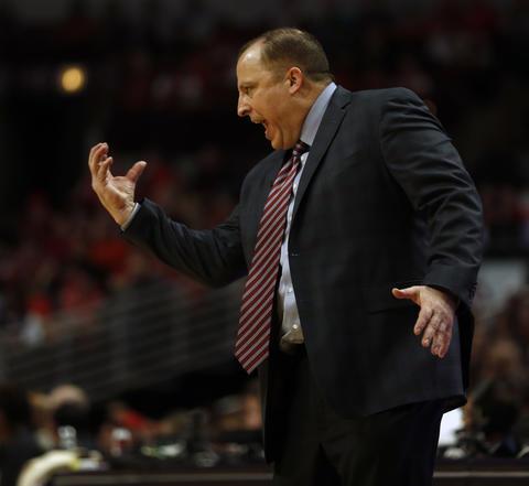 Bulls coach Tom Thibodeau urges his team on during the 4th quarter.