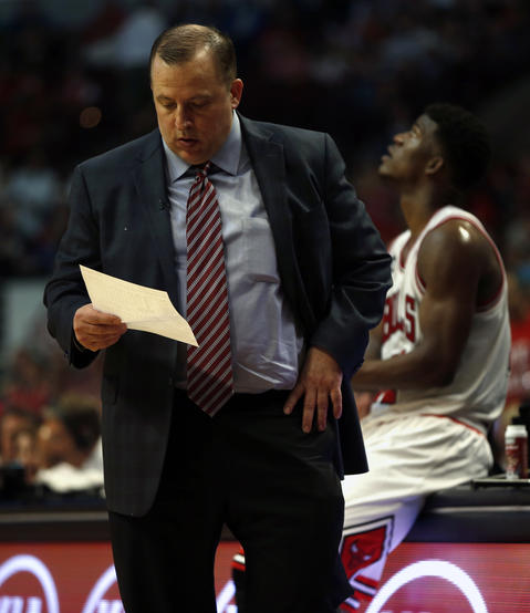 Bulls coach Tom Thibodeau looks for answers during the 4th quarter.