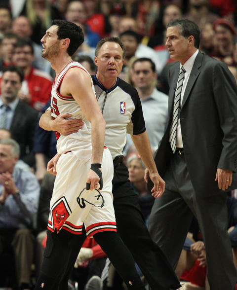 Kirk Hinrich is taken away by a referee after a skirmish with the Wizards in the second quarter.
