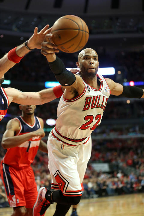 Taj Gibson dives for the ball in the first half against the Wizards.