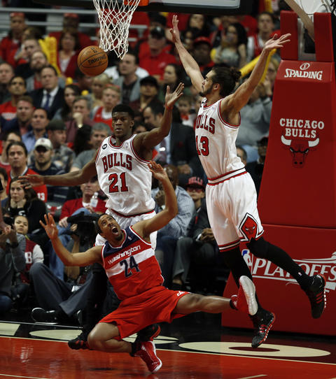 The Wizards' Andre Miller is fouled by Jimmy Butler as Joakim Noah reaches to block his shot in the 4th quarter.