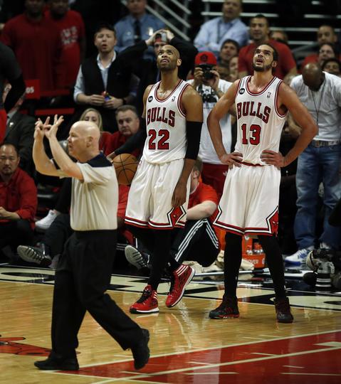 Taj Gibson and Joakim Noah react to Noah's foul in overtime.