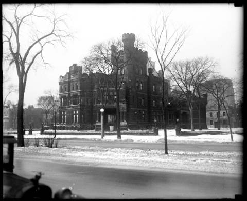 The Potter Palmer mansion showing Lake Shore Drive in front, circa 1928.