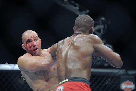 Jon Jones and Glover Teixeira go toe to toe.