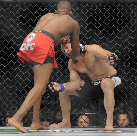 Jon Jones grabs Glover Teixeira.