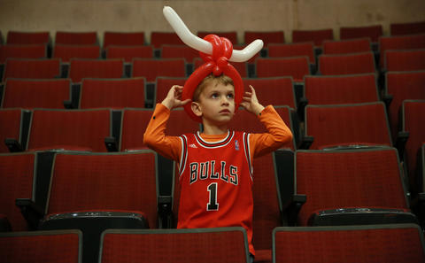 4-year-old Bulls fan Nicholas Konchan adjusts his balloon hat before Game 5.