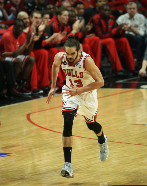 Joakim Noah heads down court after making a basket against the Wizards in the second quarter.