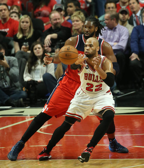 Taj Gibson passes the ball as the Wizards' Nene defends in the second quarter.