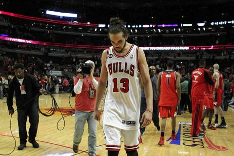 Joakim Noah leaves the court after losing to the Wizards in Game 5.