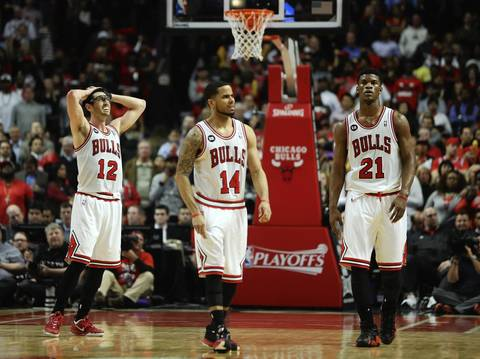 Kirk Hinrich, D.J. Augustin and Jimmy Butler react after Butler was unable to score while trailing by three points late in the fourth quarter.