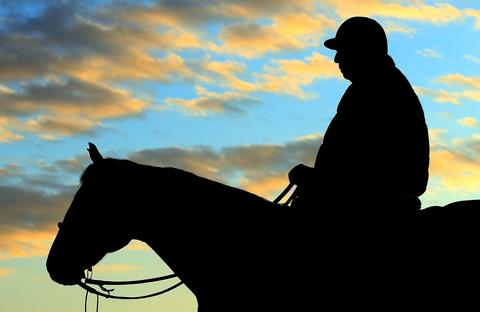 Trainer D. Wayne Lukas watches early morning workouts at Churchill Downs .