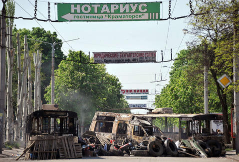 A photo taken on May 4 shows vehicles that were burned overnight during fighting between pro-Russian militants and Ukrainian troops in the eastern Ukranian city of Kramatorsk.