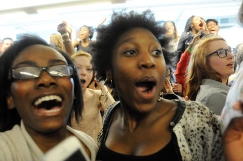 More happy faces as Nick Cannon entertains.