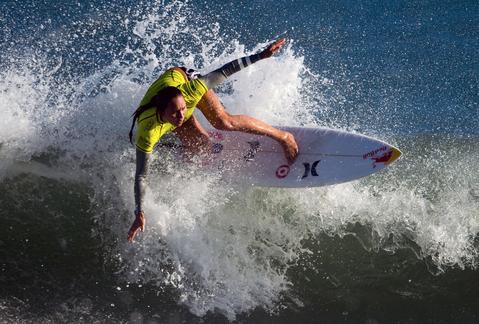 Hawaian Carissa Moore competes aganist Australian Sally Fitzgibbons during the Rio Women's Pro final at Barra de Tijuca beach in Rio de Janeiro on May 12, 2014, Brazil . Fitzgibbons defeated Moore .