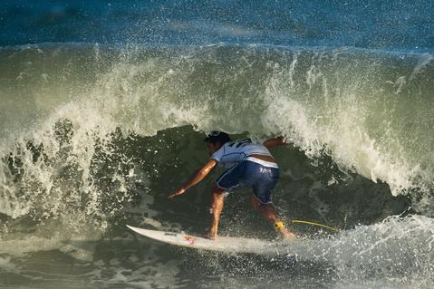 French Tahitian surfer Michel Bourez competes to win the Men Billabong Rio Pro against US Kolohe Andino, at Barra de Tijuca beach in Rio de Janeiro on May 12, 2014.