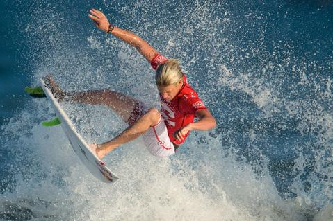 US surfer Kolohe Andino competes during the Men Billabong Rio Pro final against French Tahitian Michel Bourez, at Barra de Tijuca beach in Rio de Janeiro on May 12, 2014.