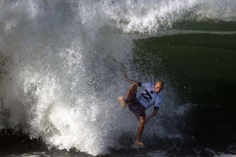 US Kelly Slater falls during the Billabong Rio Pro surf tournament at Barra de Tijuca beach in Rio de Janeiro on May 12, 2014.