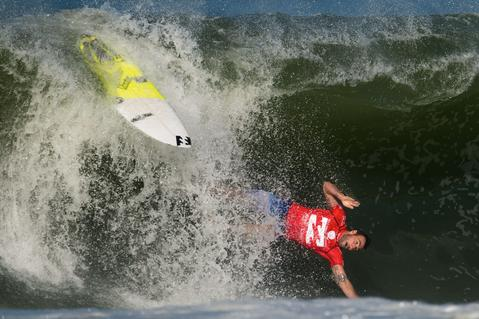 Australian Joel Parkinson falls during the Billabong Rio Pro surf tournament at Barra de Tijuca beach in Rio de Janeiro on May 12, 2014.