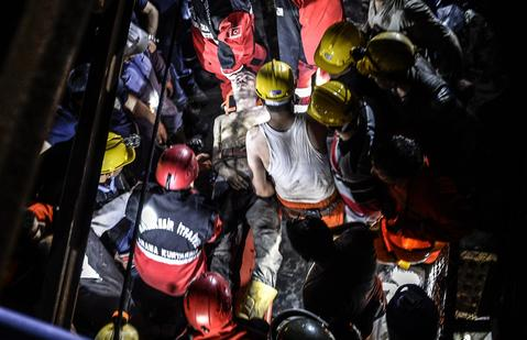 "An injured miner came out carried by rescuers after an explosion in Manisa on May 13, 2014. Four miner were killed and as many as 300 trapped after a mine collapse in the western Turkish city of Manisa, a local official said. ""At least 200-300 workers were working in the mine when an electric fault caused an explosion,"" the mayor of Soma, a district of Manisa, told private NTV television."
