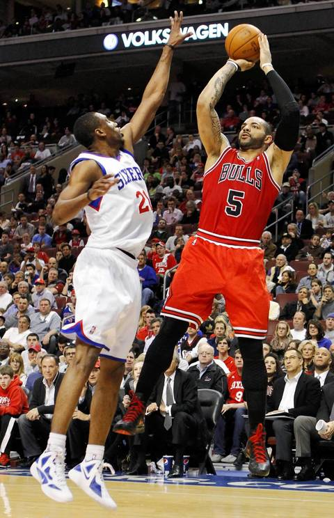 Carlos Boozer shoots under pressure from the 76ers' Thaddeus Young during Game 6.