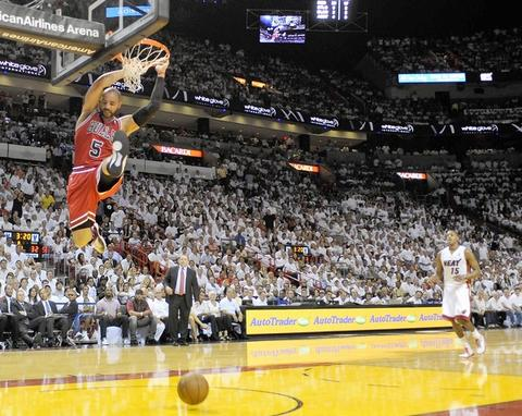 Carlos Boozer dunks as Mario Chalmers looks on in the second quarter of Game 4.