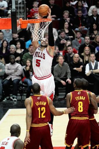 Carlos Boozer dunks against the Cavaliers in the second quarter.