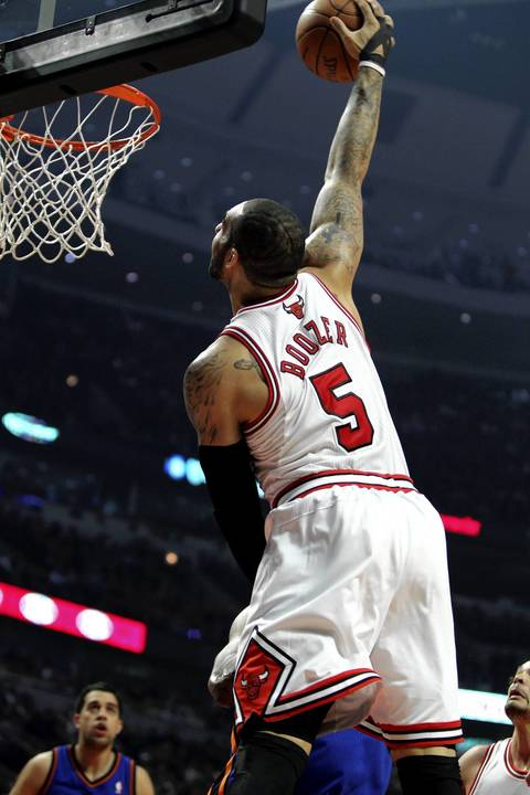 Carlos Boozer dunks in the first quarter against the Knicks at the United Center.