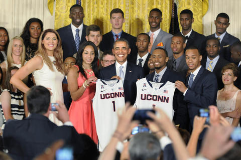 President Barack Obama poses with UConn jerseys presented to him by Stefanie Dolson, Bria Hartley, Ryan Boatright and Shabazz Napier (l-r.)