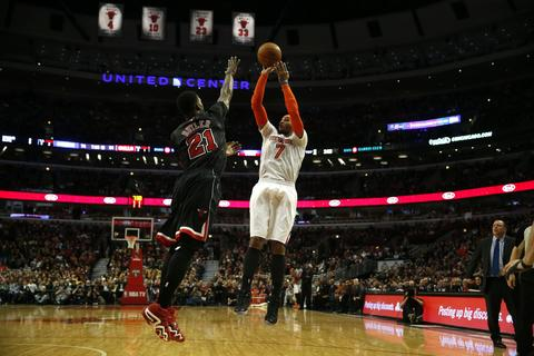 The Knicks' Carmelo Anthony shoots against the defense of the Bulls' Jimmy Butler at the United Center in Chicago.