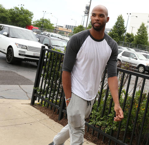 Taj Gibson arrives at the United Center to meet with Carmelo Anthony.