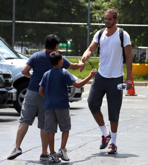 Joakim Noah greets fans in the parking lot at the United Center.