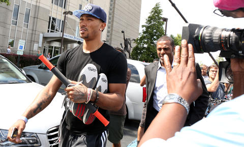 Derrick Rose leaves the United Center Tuesday after meeting with New York Knicks player Carmelo Anthony.