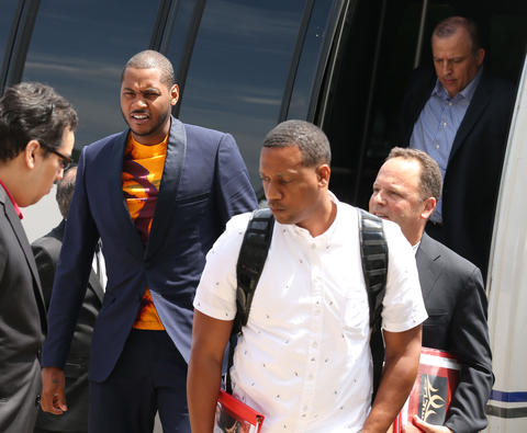 Carmelo Anthony arrives at the United Center on July 1 to entertain an offer from the Bulls to play in Chicago.
