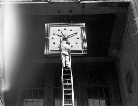The clock outside the Merchandise Mart, seen here in 1941, has three hands.