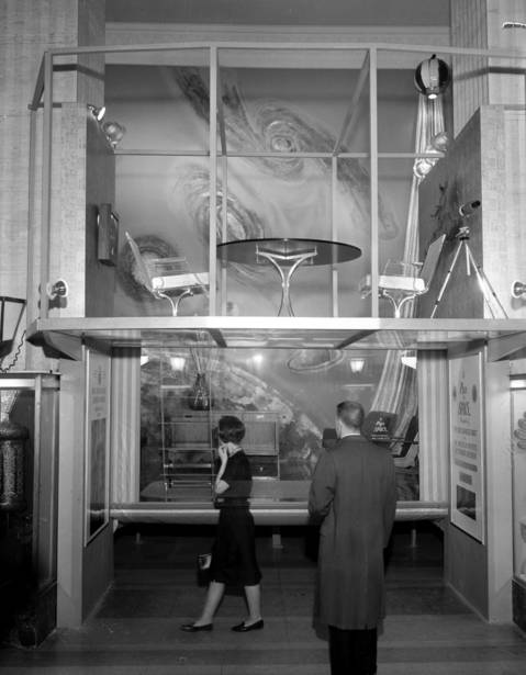 """People look over the """"Place In Space"""" display in the main lobby in the Merchandise Mart on Jan. 8, 1962."""